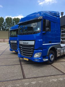 2 DAF XF 460 Post Logistics